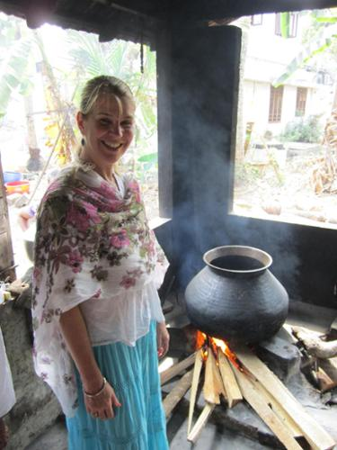 On several of my India trips I have studied Ayurveda and participated in making treatments